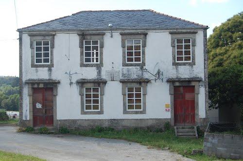 A Lareira de Soños pedirá a restauración da Escola Habaneira dos Vilares, por Antón de Guizán